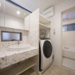 洗面所。バスルーム。やはり水場にはタイルが清潔感がありますね。